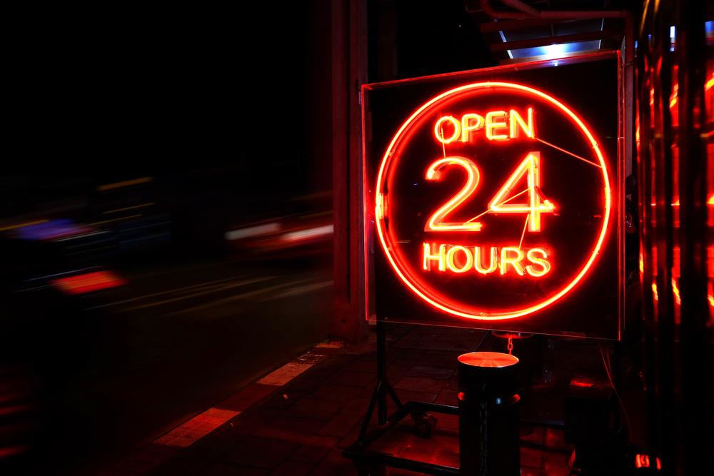 本当に24時間営業しているクレジットカード現金化業者は少ない